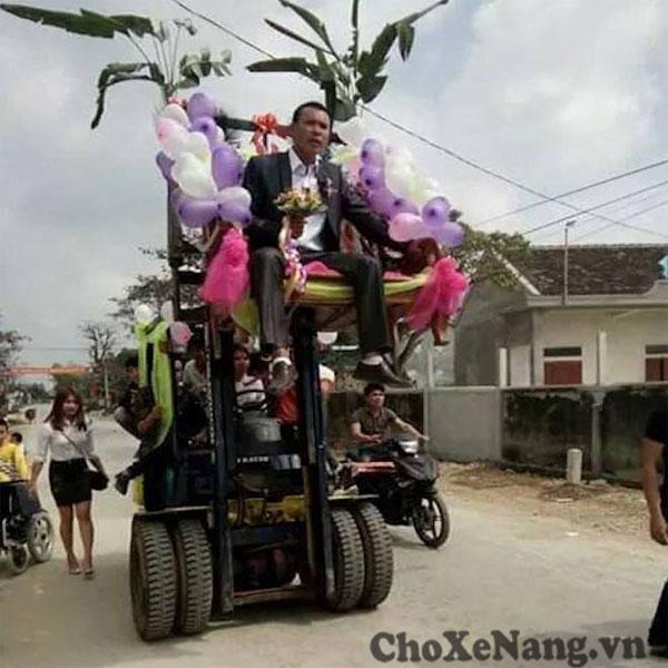 đám cưới rước dâu bằng xe nâng